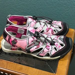 Northside Closed Toe Water Sport Sandals Size 8